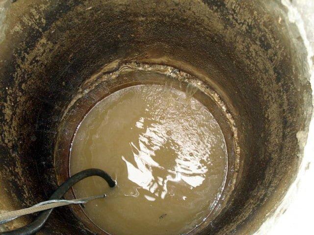 мутная вода в колодце